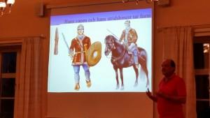 """Även hästarna var vackert utsmyckade. Sådana här liknande fynd har hittats vid utgrävningarna som Bengt Nordqvist har gjort på """"Offerplatsen Finnestorp""""."""